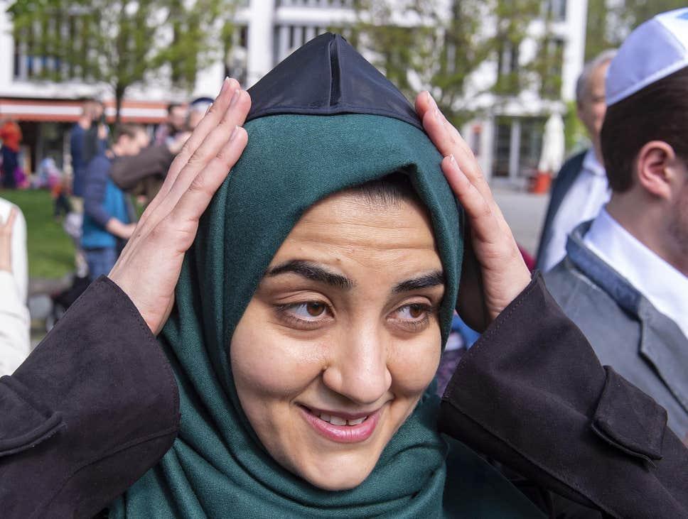 muslim-woman-wears-skullcap.jpg