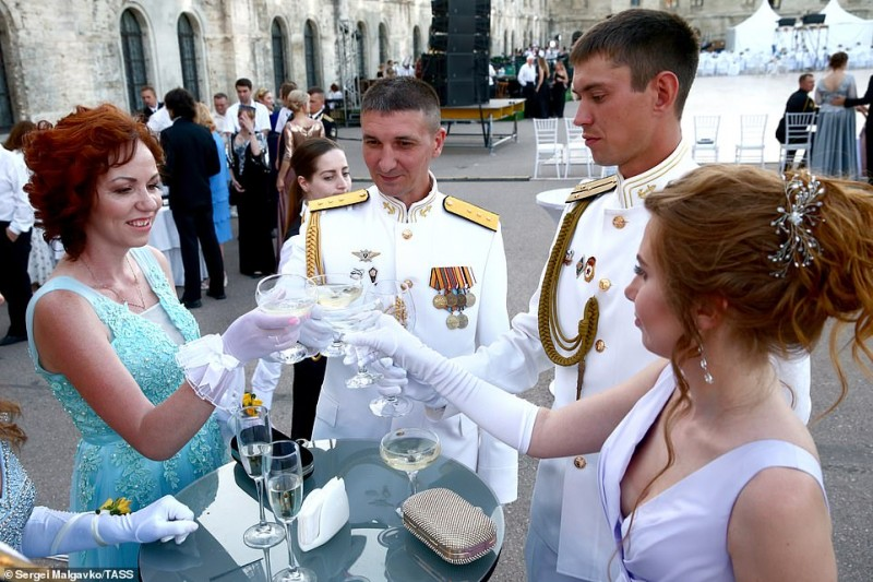 14890276-7150075-Drinks_are_served_to_guests_inside_the_military_fort_as_preparat-a-12_1560786999592.jpg