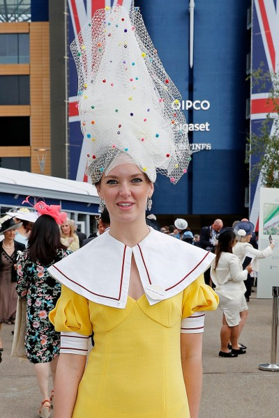 hbz-royal-ascot-hats-charlotte-carroll-1560869427.jpg