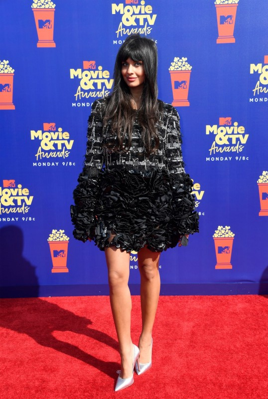 6  mtv-movie-tv-awards-2019-red-carpet-jameela-jamil.jpg