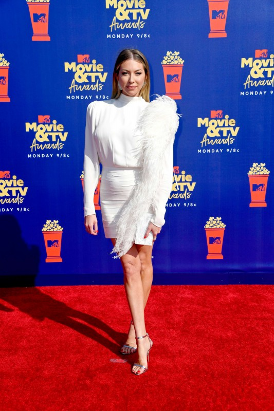 13  mtv-movie-tv-awards-2019-red-carpet-stassi-schroeder.jpg