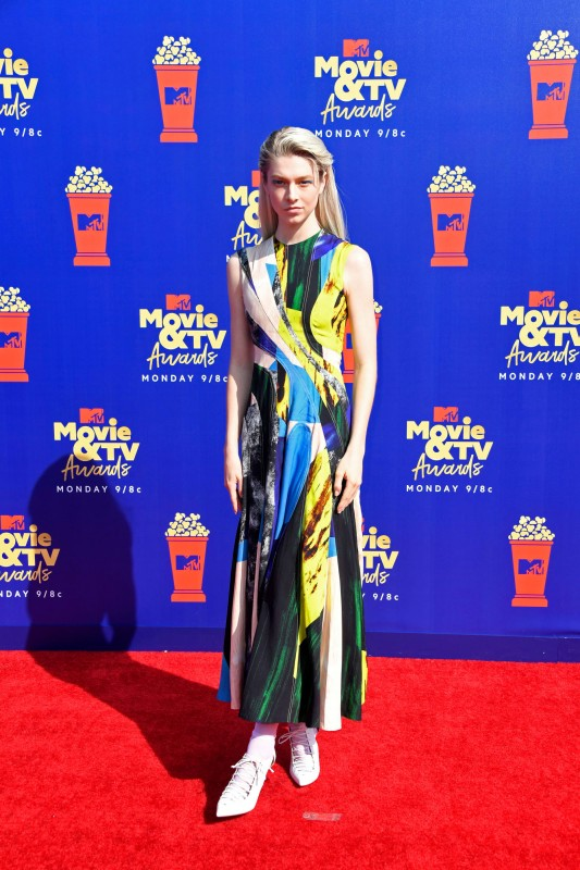 mtv-movie-tv-awards-2019-red-carpet-hunter-schafer.jpg