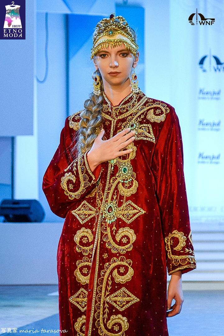 5 Дизайнер Хилола Тохтамуродовп Узбекистан коллекция Прекрасы Востока ic.jpg