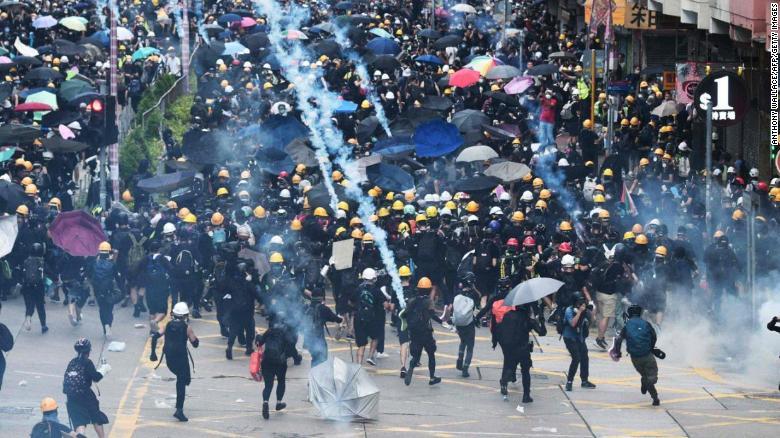 190811105948-05-hong-kong-protest-exlarge-169.jpg