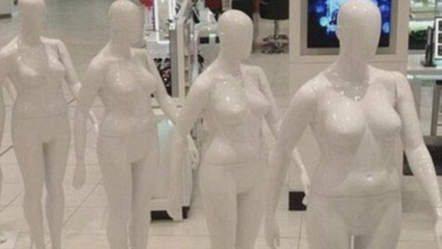 3  Debenhams 16 size manequens .jpg