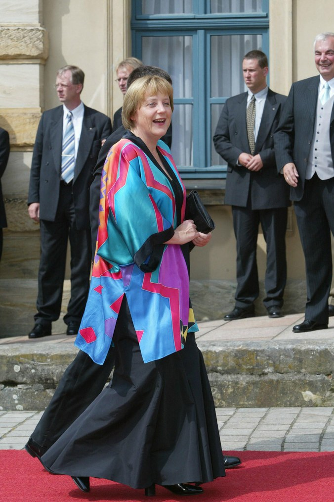 У Меркель обнаружилось кимоно 23-летней давности и ее записали в модницы 2014 angela-merkel-style-coat.jpg