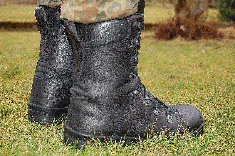 Standard combat boots of Bundeswehr sicht.jpg