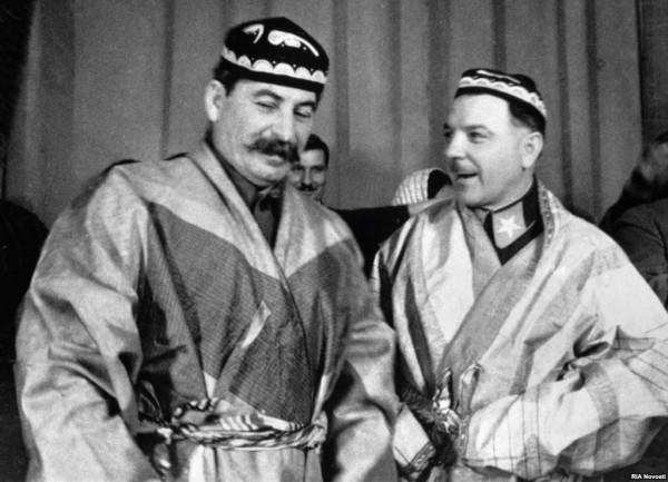 2             Stalin i Voroshilov.jpg
