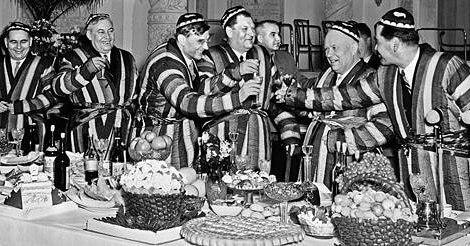 3    Тюбетейка, халат, коньяк. Н.С. Хрущев в Ташкенте, 1958 г..jpg