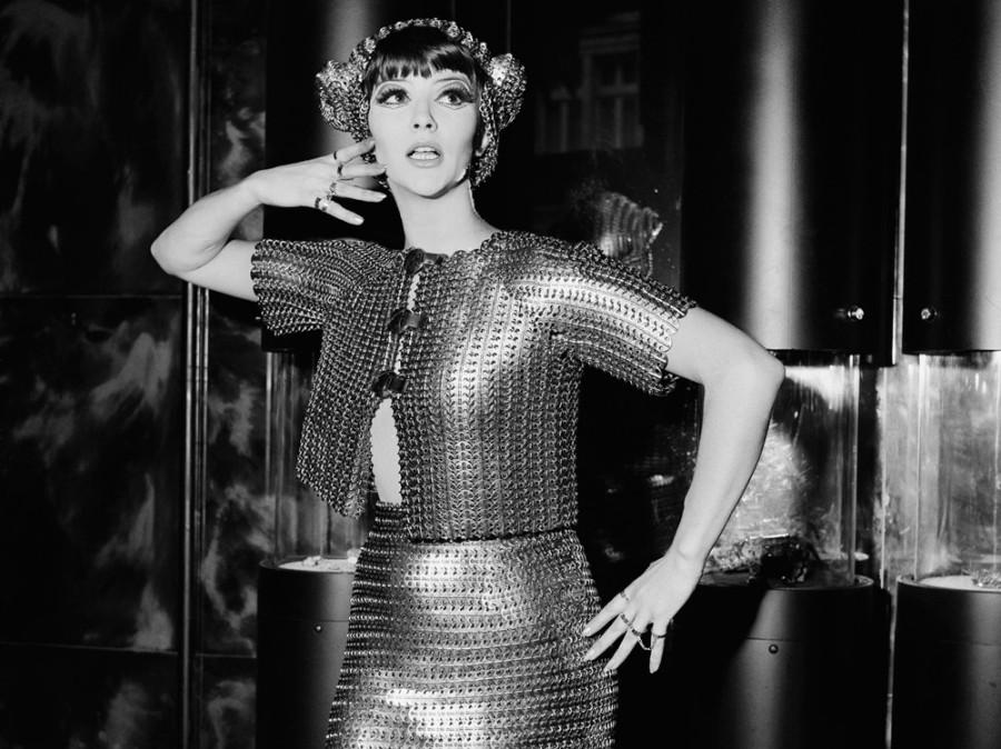 1   Джеки Бойер в костюме Paco Rabanne, 1967.  Фото Питера Кинга. .jpg