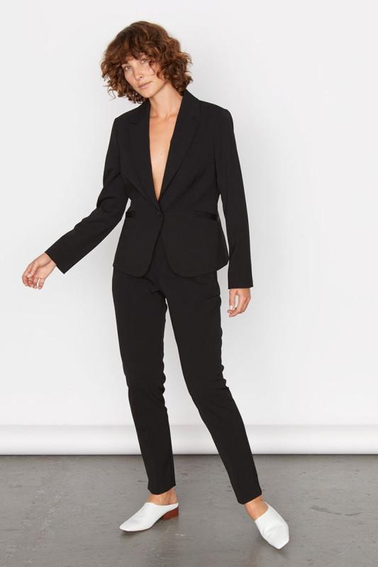 19  jigsaw-suit-1568293535.jpg