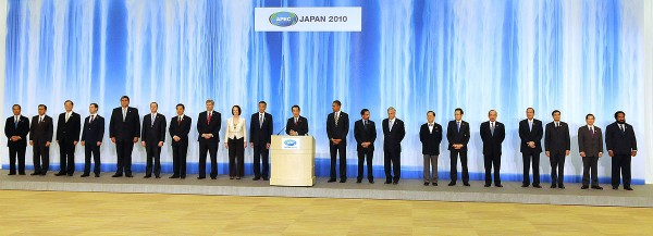 2010 1200px-APEC_Japan_family_photo.jpg