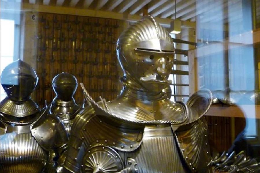_900 x 600  The Maximilian armour.jpg