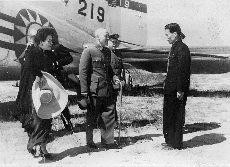 _4 Chiang Kai-shek inspects Taiwan, 1946  1.jpg