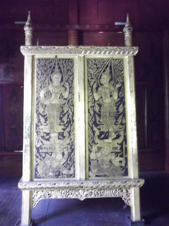 10  The Tripitaka cabinet with Kranok pattern..jpg
