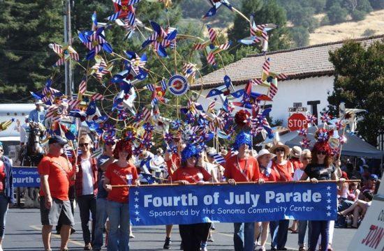 С чего начинается Родина или как испохабить День Независимости США. 2 sonomaparade-550x360.jpg