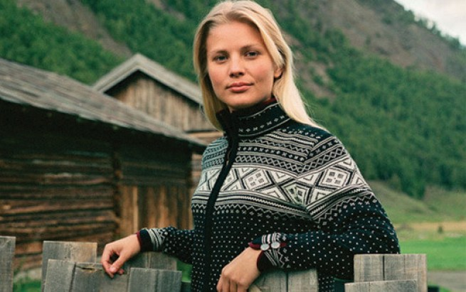 1  Dale of Norway has since 1879 produced knitwear of 100 % wool with traditional Norwegian patterns, and is today world known for its premium qualit…
