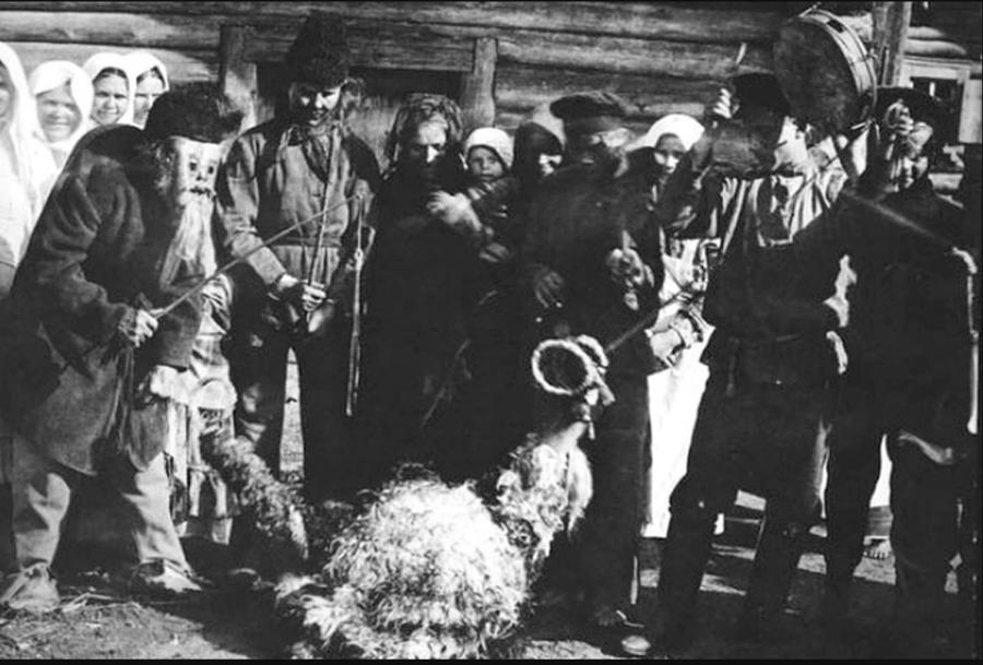 _Так выглядело колядное обрядовое действо с козой на Бобруйщине в 1915 году. Фото russianphoto.ru.PNG