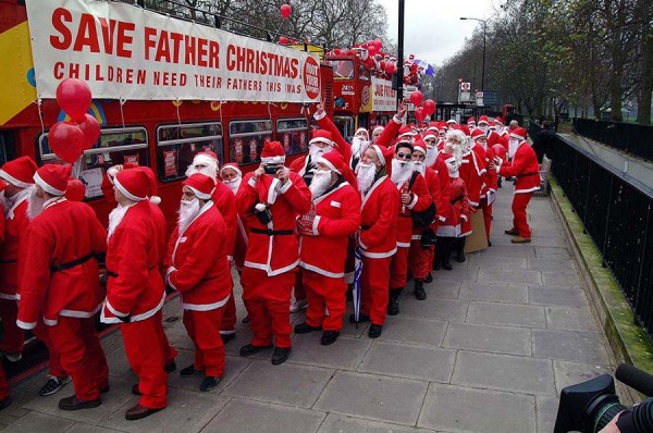 2   FATHERS4JUSTICE-FATHER-CHRISTMAS-PROTEST-20021.jpg