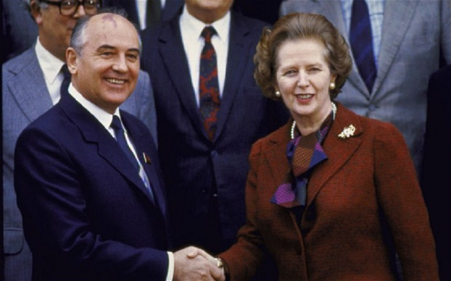 1984 A world player Mikhail Gorbachev with Margaret Thatcher at Chequers in 1984 B.jpg