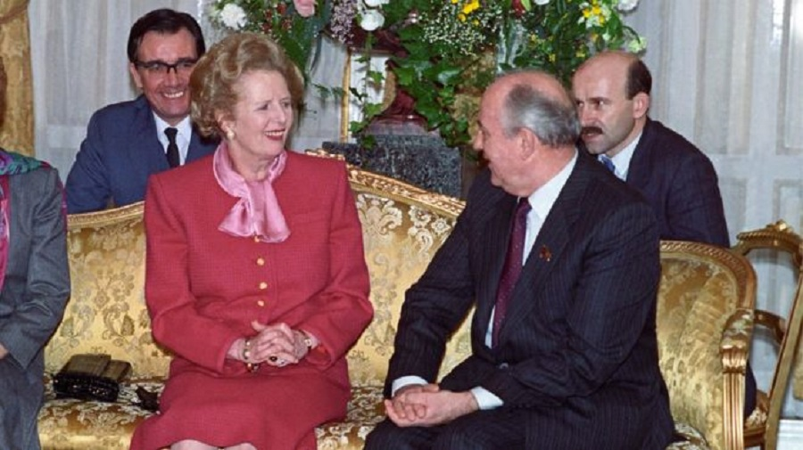 1989 Margaret Thatcher wore a pink outfit while meeting Mikhail Gorbachev in London in April 1989 B.jpg