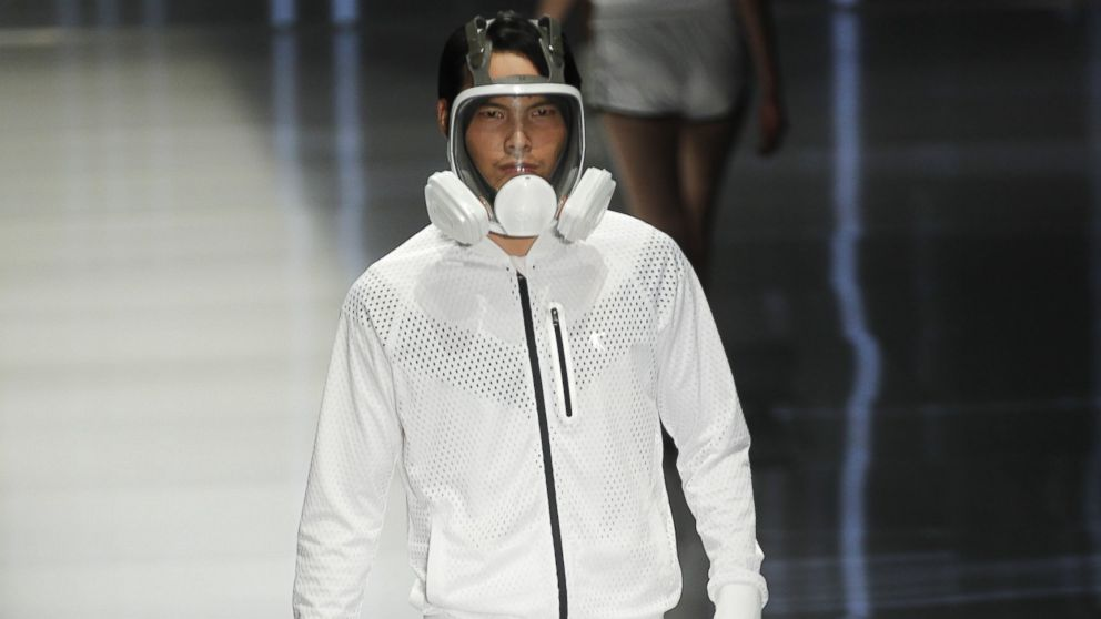 _Pollution-blocking masks became the latest fashion statement on the runway at Fashion Week in Beijing, Oct. 28, 2014..jpg
