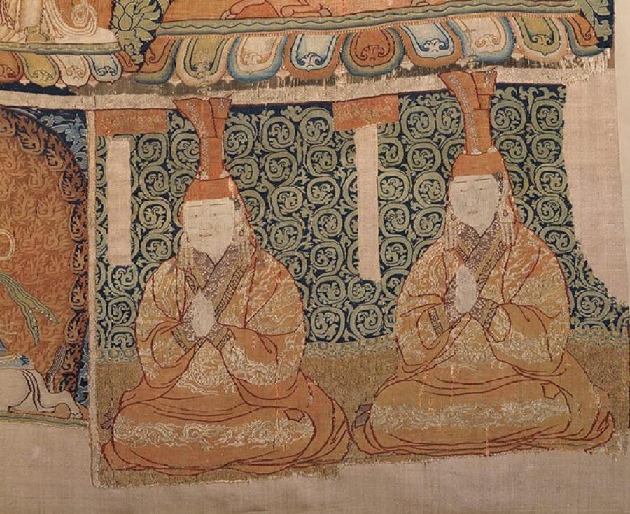 1  Фрагмент китайского шелкового ковра Vajrabhairava mandala, около 1330–32 гг.. Из коллекции Метрополитен-музея. Нью Йорк.jpg