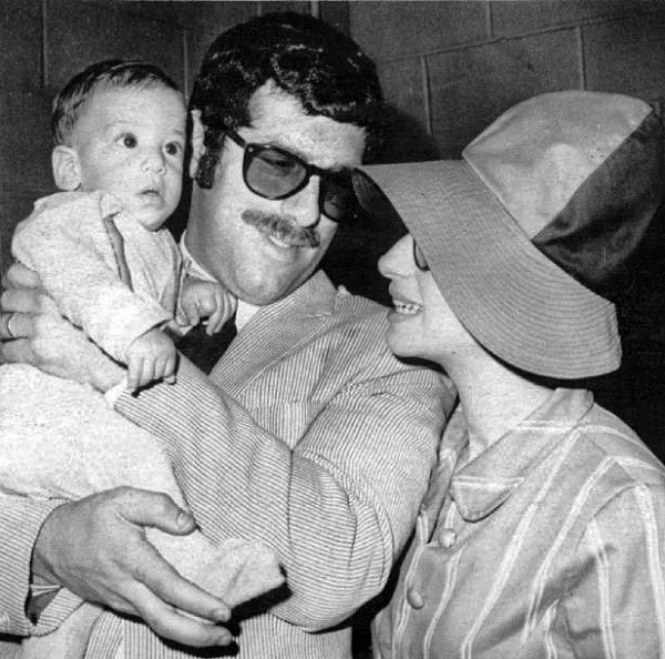Barbra Streisand – with Elliott Gould and son Jason Gould – wearing a fashionable oversized bucket hat in 1967.jpg