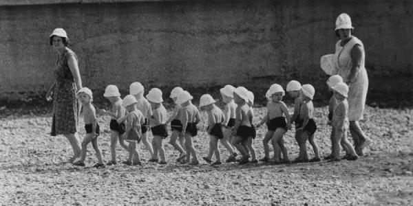 __Фотограф Игорь Гневашев. Детский сад на прогулке. 1960-е.jpg