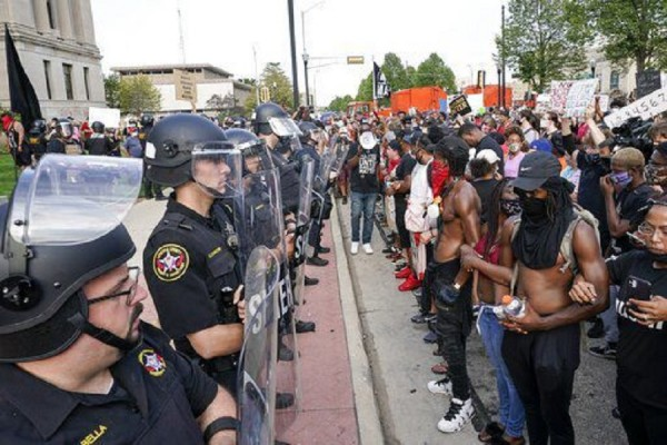 Что не так с американской полицией