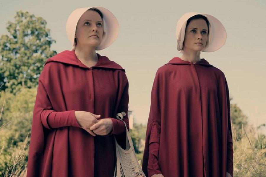 5 Elisabeth Moss and Alexis Bledel in The Handmaid's Tale.jpg