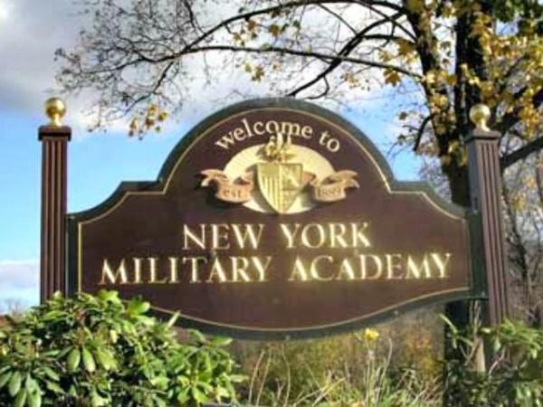 Ах, какой был мужчина, ну настоящий полковник… New-York-Military-Academy-Sign.jpg
