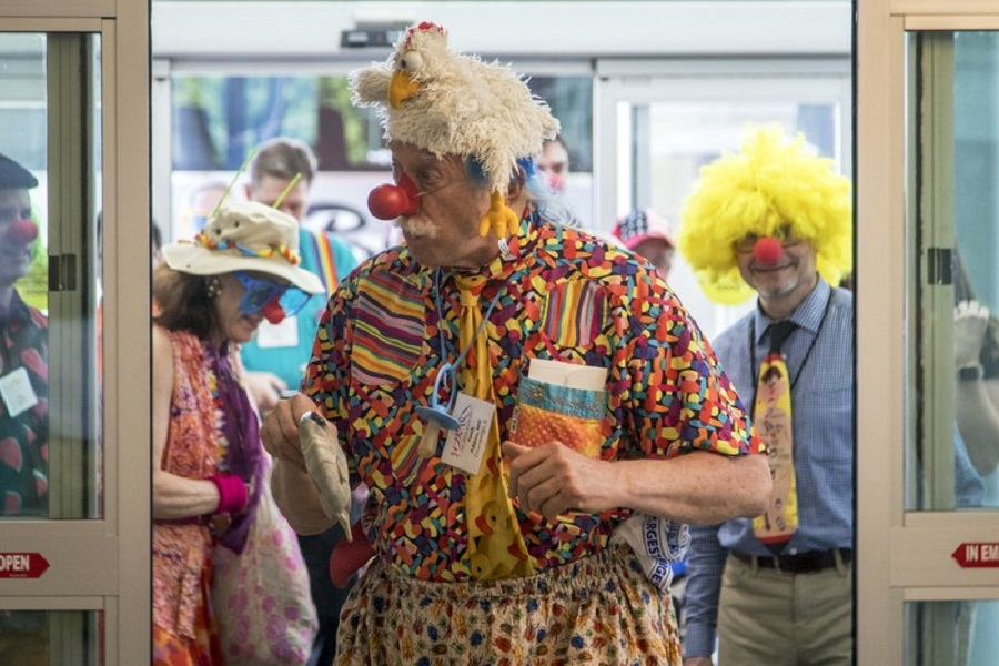 Doctor dresses up as clown and brings joy to Ogden patients 2018.jpg