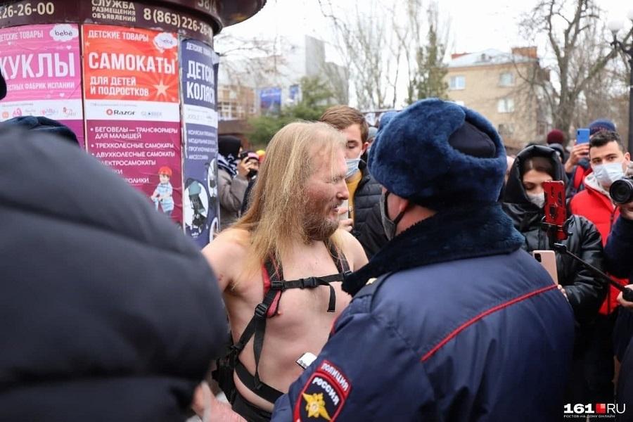 1Ростов-на-Дону. Полицейские.jpg