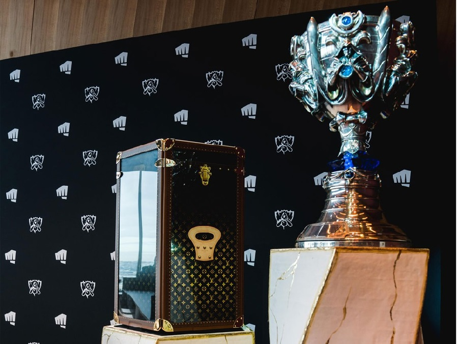 2 HYPEBEAST France Louis Vuitton imagined the monogrammed box in which the Summoner's Cup rests..jpg