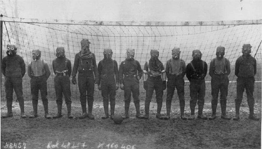 10  World War I, British soccer team with gas masks, 1916..jpg