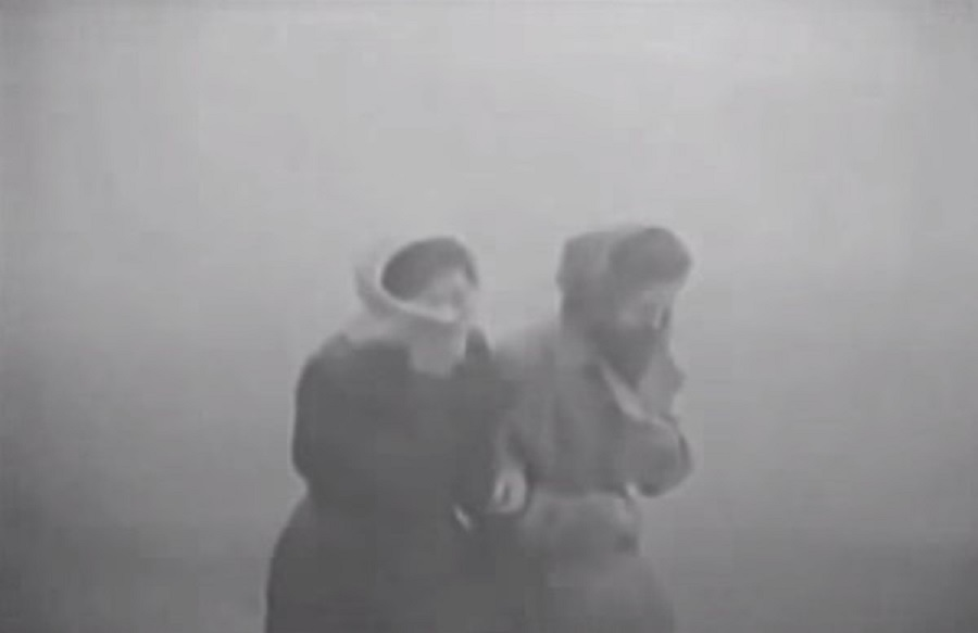 People found it difficult to breathe the murky air. 1952.jpg