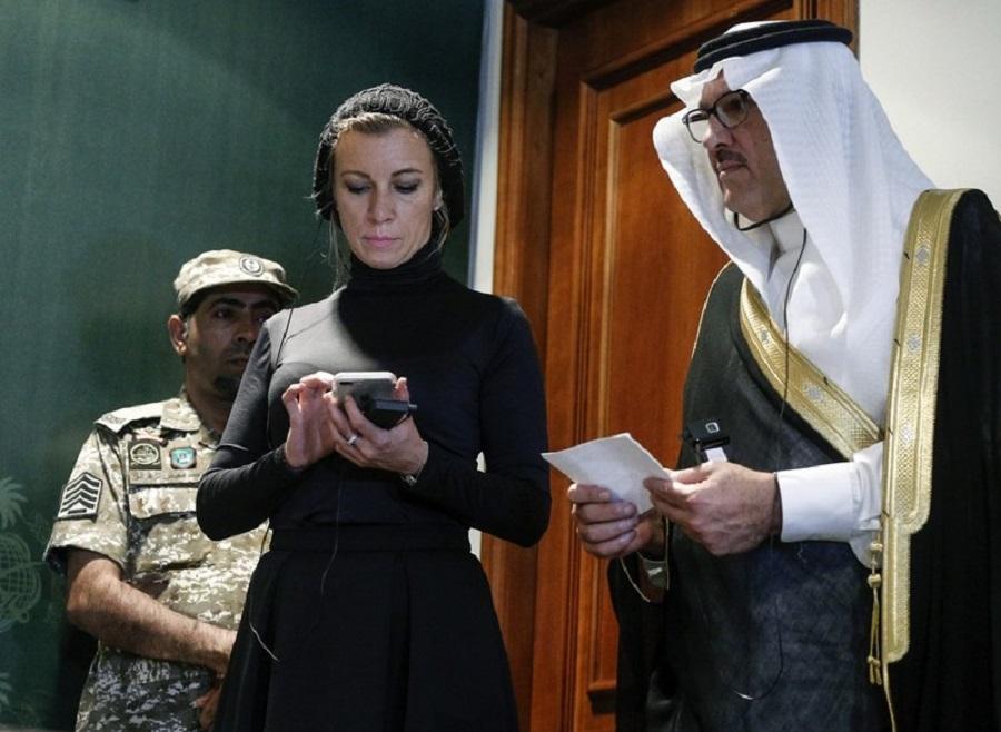 2  2017  Мария Захарова с ног до головы в чёрном приехала в Саудовскую Аравию.jpg