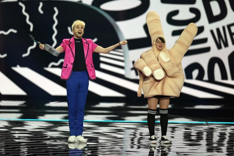 1 Germany's Jendrik Sigwart (L) performs during the Eurovision Song Contest dress rehearsal in Rotterdam, Netherlands.jpg