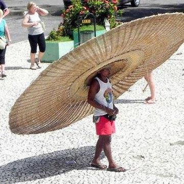 30 a.daa-small-child-with-a-huge-straw-hat.jpg