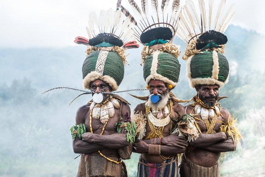 Шапки из жуков 4 papua-new-guinea-simbai-kalam-tribe-017.jpg