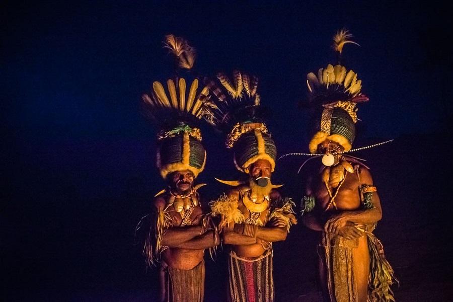 Шапки из жуков 5 papua-new-guinea-simbai-kalam-tribe-018.jpg