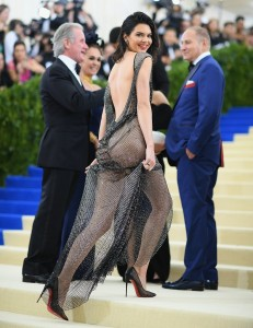 10 Kendall-Jenner-Fashion-Icon-Decade-Award.jpg