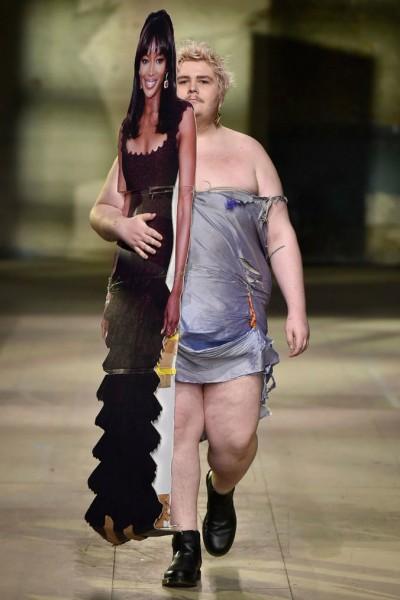 11  Naomi Campbell and Harrie Bradshaw walking Rottingdean Bazaar.jpg