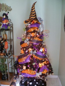 fad983ac3a5e11b8a0b20adb45060970--purple-christmas-tree-halloween-christmas-tree.jpg