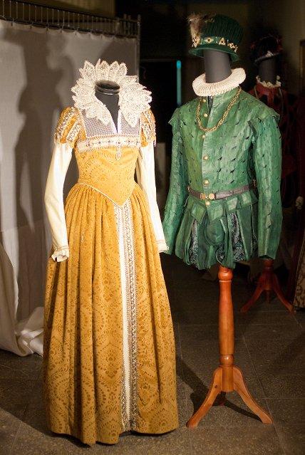Костюмы королевы Марго и Карла IX.jpg