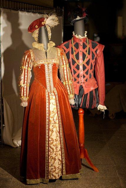 Костюмы королевы Марго и герцога Анжуйского.jpg