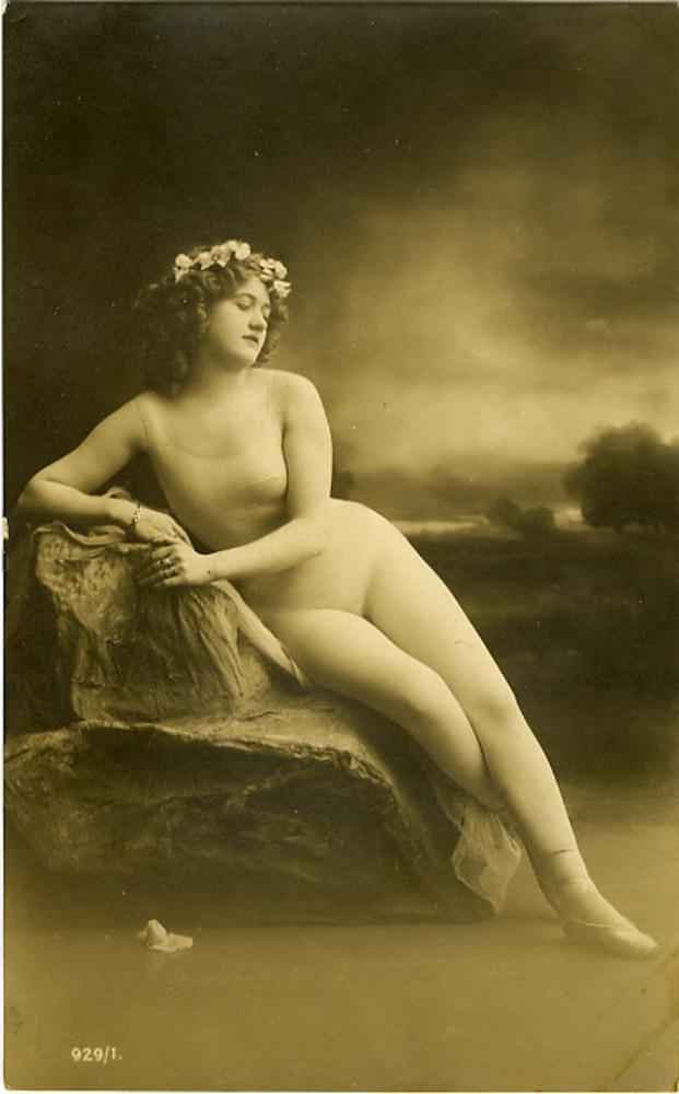 Nude ladies in opera — img 14