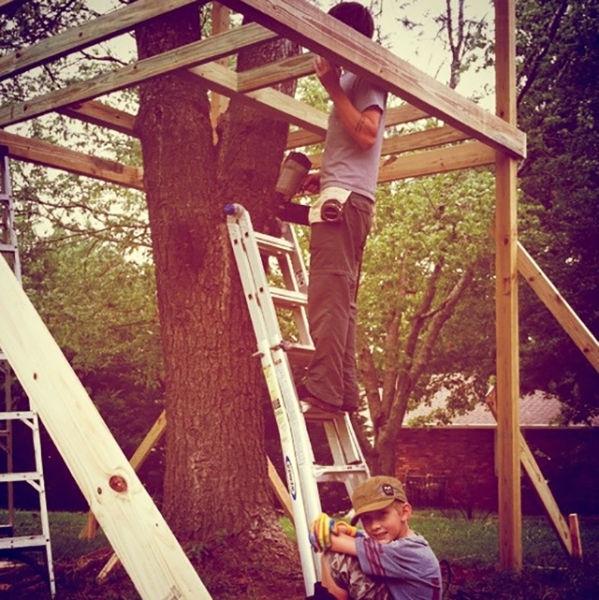 a_house_built_around_a_tree_640_02