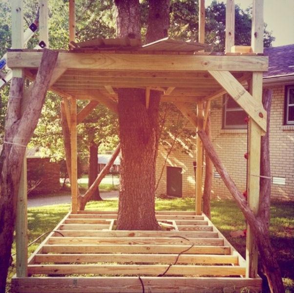 a_house_built_around_a_tree_640_08
